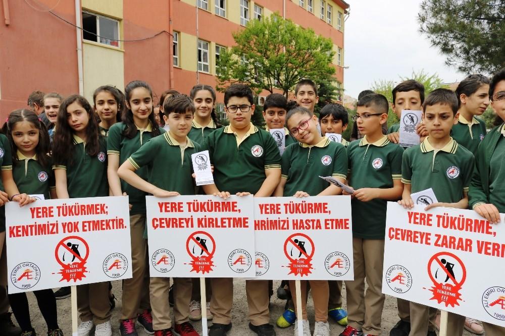 Diyarbakırlı öğrencilerden 'Şehrime tükürme' etkinliği
