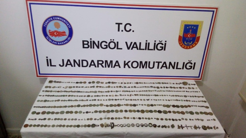 Bingöl'de 536 adet tarihi eser ele geçirildi, 2 şüpheli gözaltına alındı