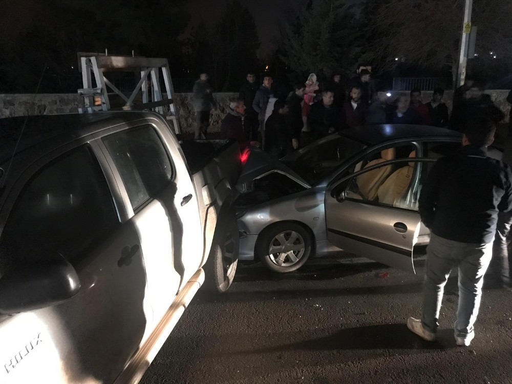 Diyarbakır'da zincirleme trafik kazası: 2 yaralı