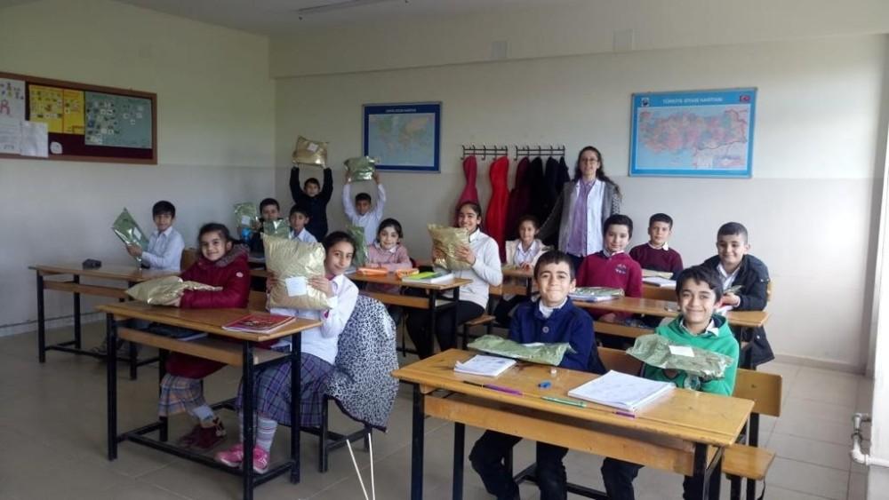 Fedakar öğretmenden muhtaç öğrenci ve ailelere yardım seferberliği