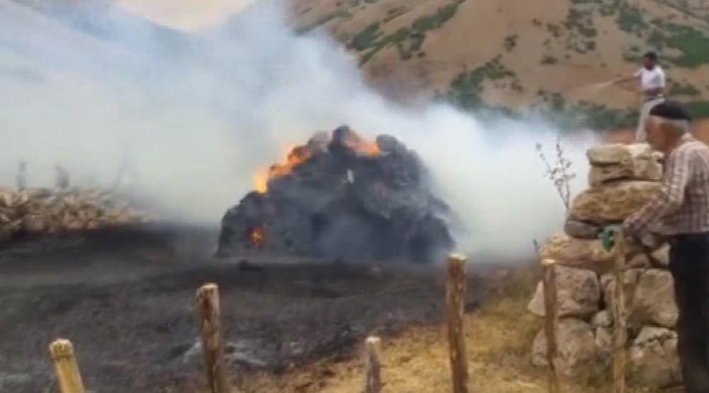 Karlıovada, ot balyaları yandı