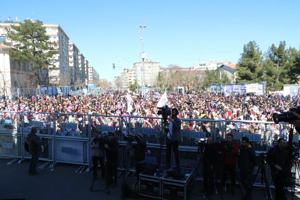 Diyarbakır'da 8 Mart Dünya Kadınlar Günü mitingi