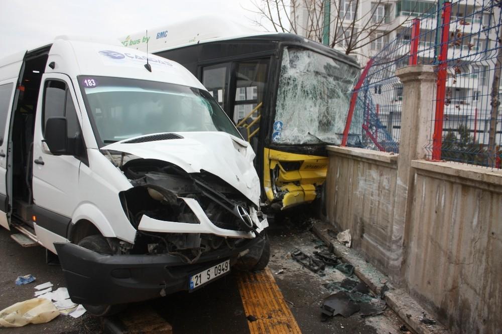Diyarbakır'da servis minibüsü ile halk otobüsü çarpıştı: 14 yaralı