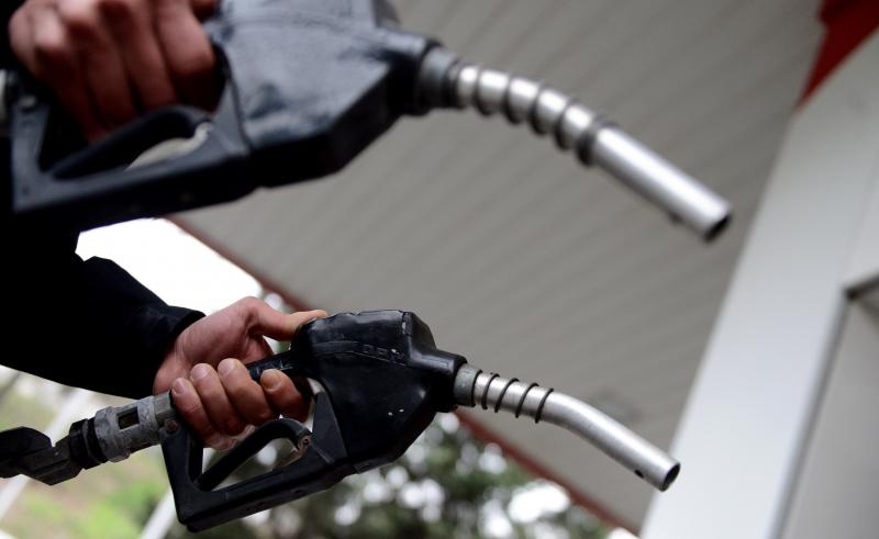 Benzinin litresinde 15 kuruş zam yapıldı.