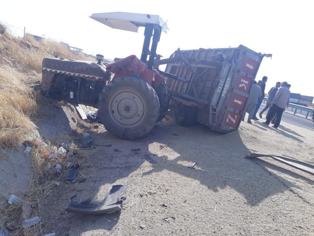 Diyarbakır'da traktör ile minibüs çarpıştı: 2 yaralı