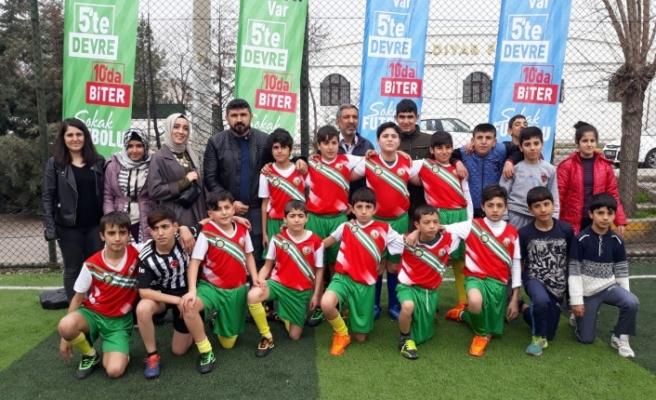 Sokak futbolunda Bağlar Şampiyonu Fatih Ortaokulu
