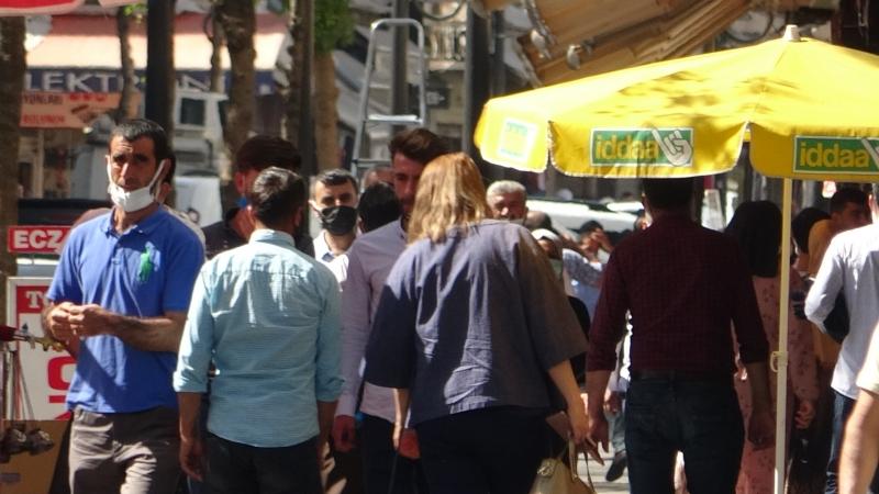 Kısıtlama sonrası vatandaşlar cadde ve sokakları doldurdu