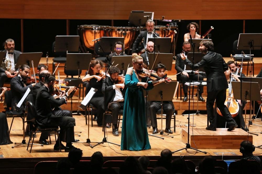 Yaşar Üniversitesi oda orkestrasından Romanlar konseri