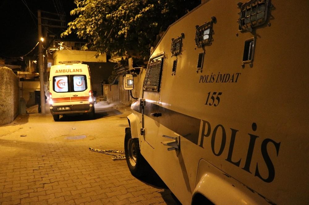 Diyarbakır'da 100'den fazla kurşunun sıkıldığı silahlı kavgada 1'i ağır 2 kişi yaralandı
