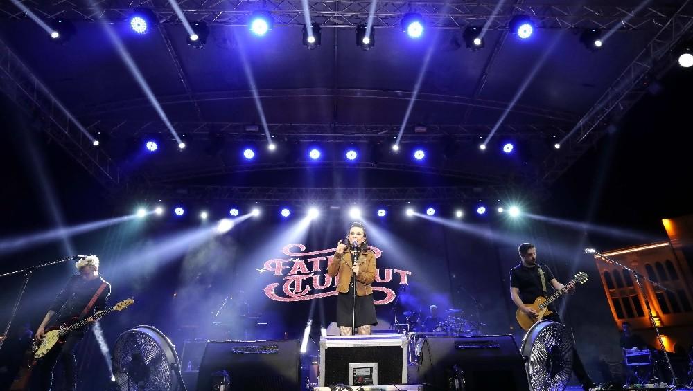 Üniversite öğrencileri Fatma Turgut konseri ile coştu