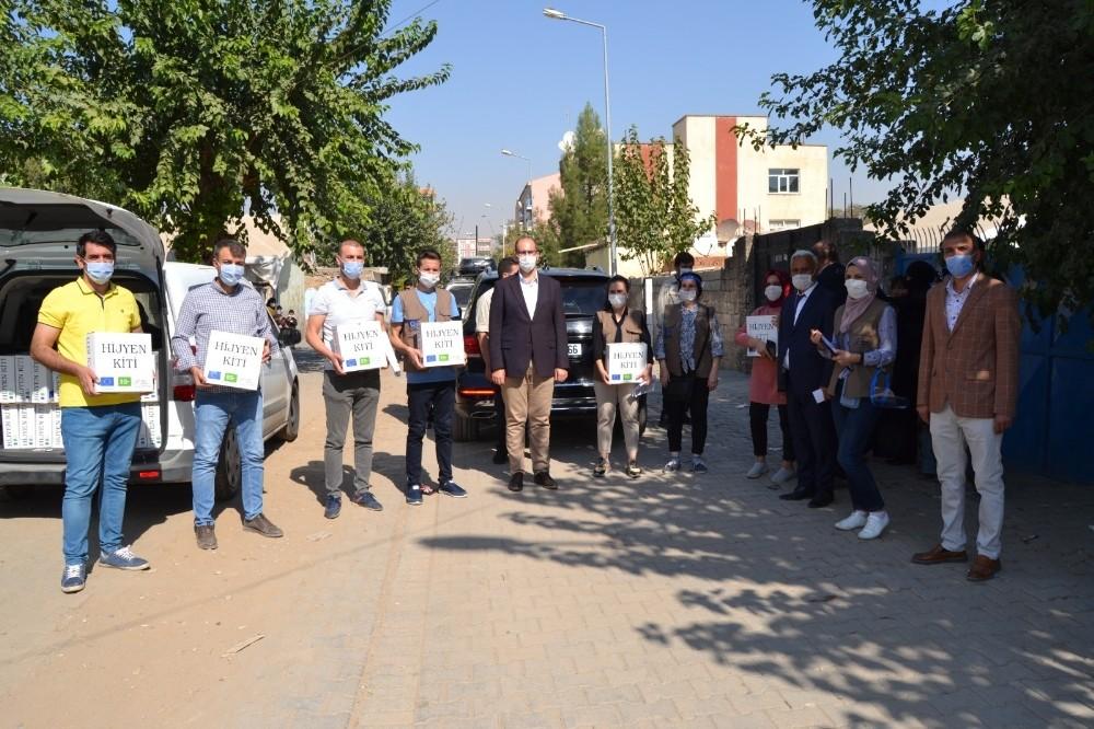 Bismil'de Suriyeli ailelere hijyen kiti dağıtıldı
