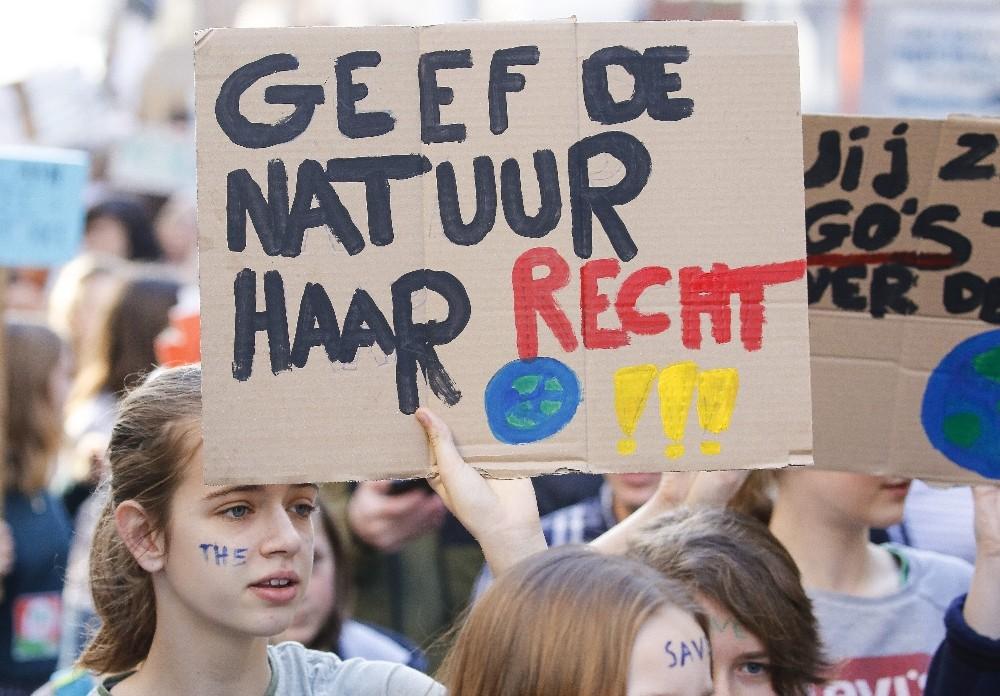 Belçika'da 10 bin kişi iklim için yürüdü
