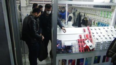 Kaçak telefon operasyonu: 10 gözaltı